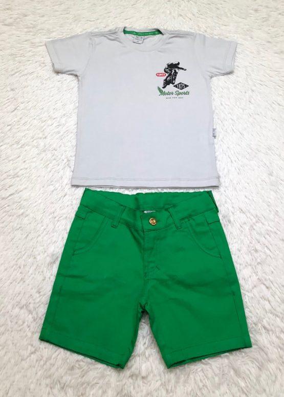 Conjunto de Camiseta e Bermuda Verde Claro.